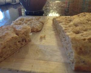 Detta bröd är bakat på vassla, salt, olivolja, ris, grahamsmjöl, durumvete, vetemjöl special, surdeg och ingefära. Degen sattes igår runt lunch. En tredjedel av degen fanns kvar från gårdagens bak. Den bodde på köksbordet tills igår kväll, och sedan i kylen inatt. När jag gick upp runt halvfem bakade jag ut den, och lät den jäsa i en dryg timme i ugnens upptiningsprogram, 30°. Sedan gräddade jag genom att höja värmen i ungefär 20 min. Det var klart lagom tills familjen vaknade.